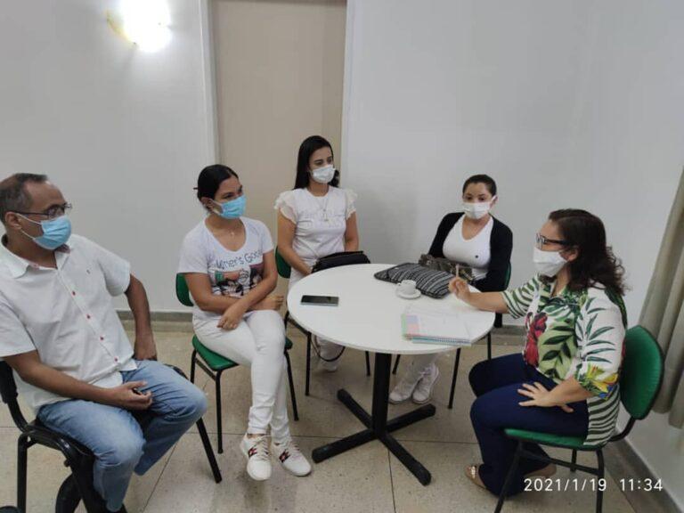Reunião preparatória para planejar o recebimento, administração e vacinação.