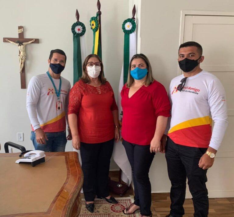 A Prefeita de Martins, Mazé, recebeu os representantes do CredAmigo