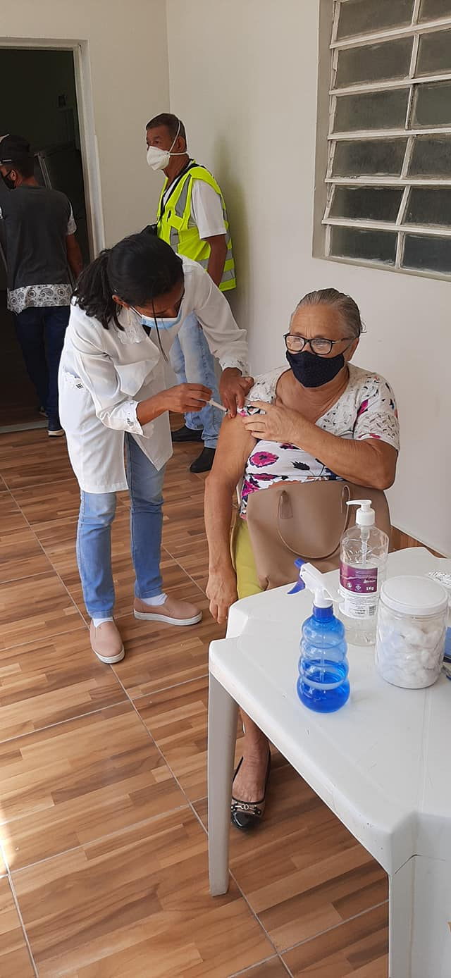 Vacinação contra a COVID-19, em idosos com 76 e 75 anos